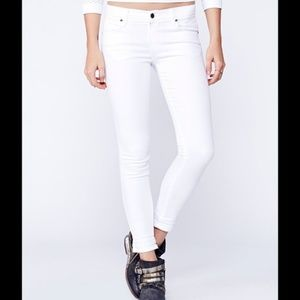 Free People White Skinny Jeans — size 31